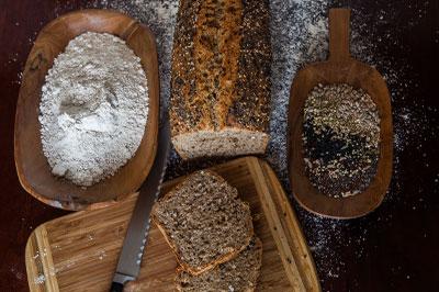 Dinkelmehl kaufen bei der Hainmühle um damit Brot zu backen
