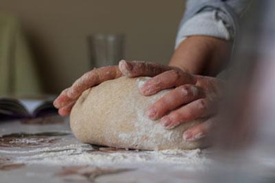 Mit Dinkelmehl von der Hainmühle Brot, Pizza oder Gebäck backen