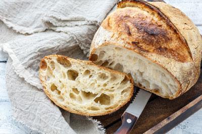 Mit Weizenmehhl von der Hainmühle Brot backen